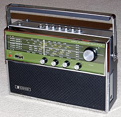 Vintage Craig Multi-Band (AM-FM-SW) Portable Radio, Model 1306, Solid State, Made By Sanyo Electric Co. In Japan (15526624777).jpg