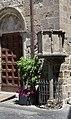 Viterbo, santa maria nuova, esterno 02 pulpito del 1266 dove predicò s. tommaso d'aquino.jpg