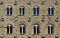 Volterra-Dettaglio finestre Palazzo Pretorio.jpg