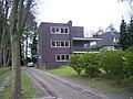Von Karl Schneider entworfenes Wohnhaus in der Bredenbekstraße 29 in Wohldorf-Ohlstedt.jpg