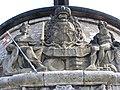 Würzburg - Alter Kranen Wappen mit Figuren.JPG