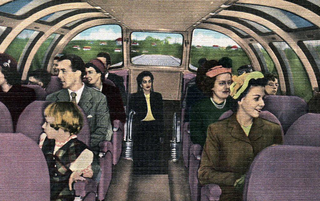A l'intérieur du train Bluebird aux Etats-Unis dans les années 1950.