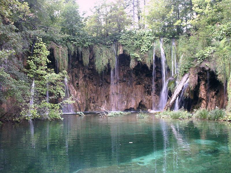 Súbor:Wasserfall Plitvicer Seen.jpg