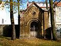 Wejście na stary cmentarz Opole ulica Wrocławska-kaplica. sienio.jpg