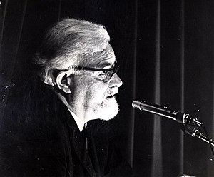T. H. White - Photograph of White lecturing on his Arthurian fiction