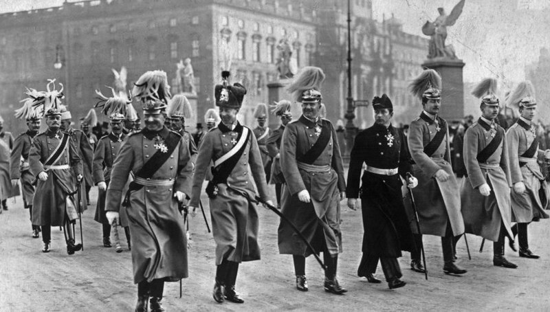 Datei:Wilhelm mit Söhnen.jpg