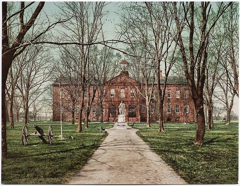William and Mary College, Williamsburg, Virginia, circa 1902.jpg