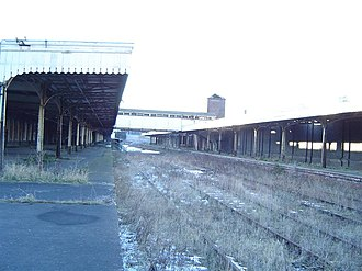 Wolverhampton Low Level railway station - Platforms and trackbed, prior to redevelopment, January 2006.