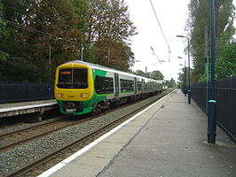 Een Class 323 van London Midland in Wylde Green