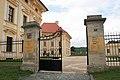 Zámek Slavkov u Brna - vstupní brána.jpg