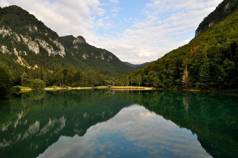File:Zajezitveno jezero Završnica.jpg