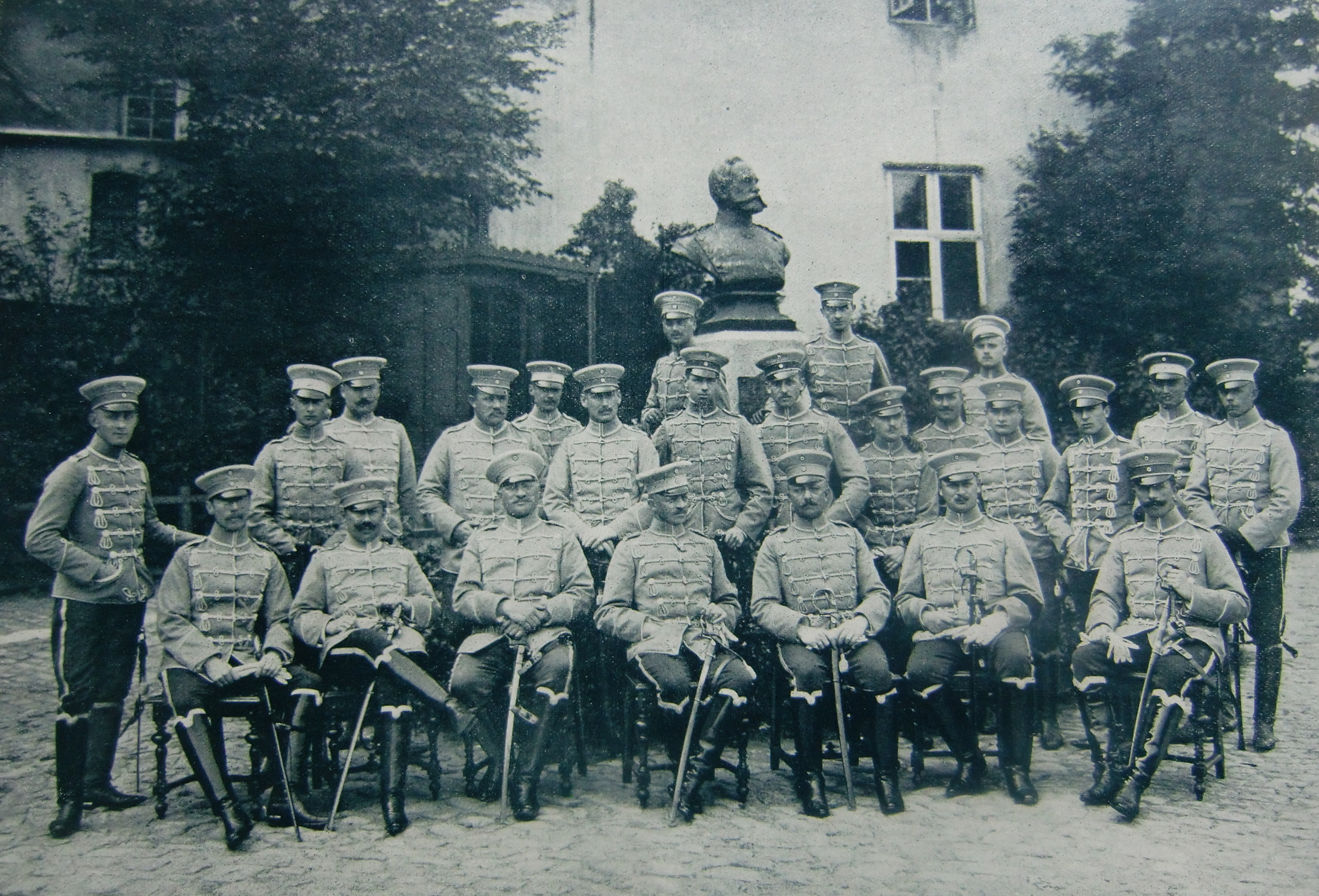https://upload.wikimedia.org/wikipedia/de/1/1d/Husaren-Regiment_Schleswig_Holstein_Nr._16.jpg