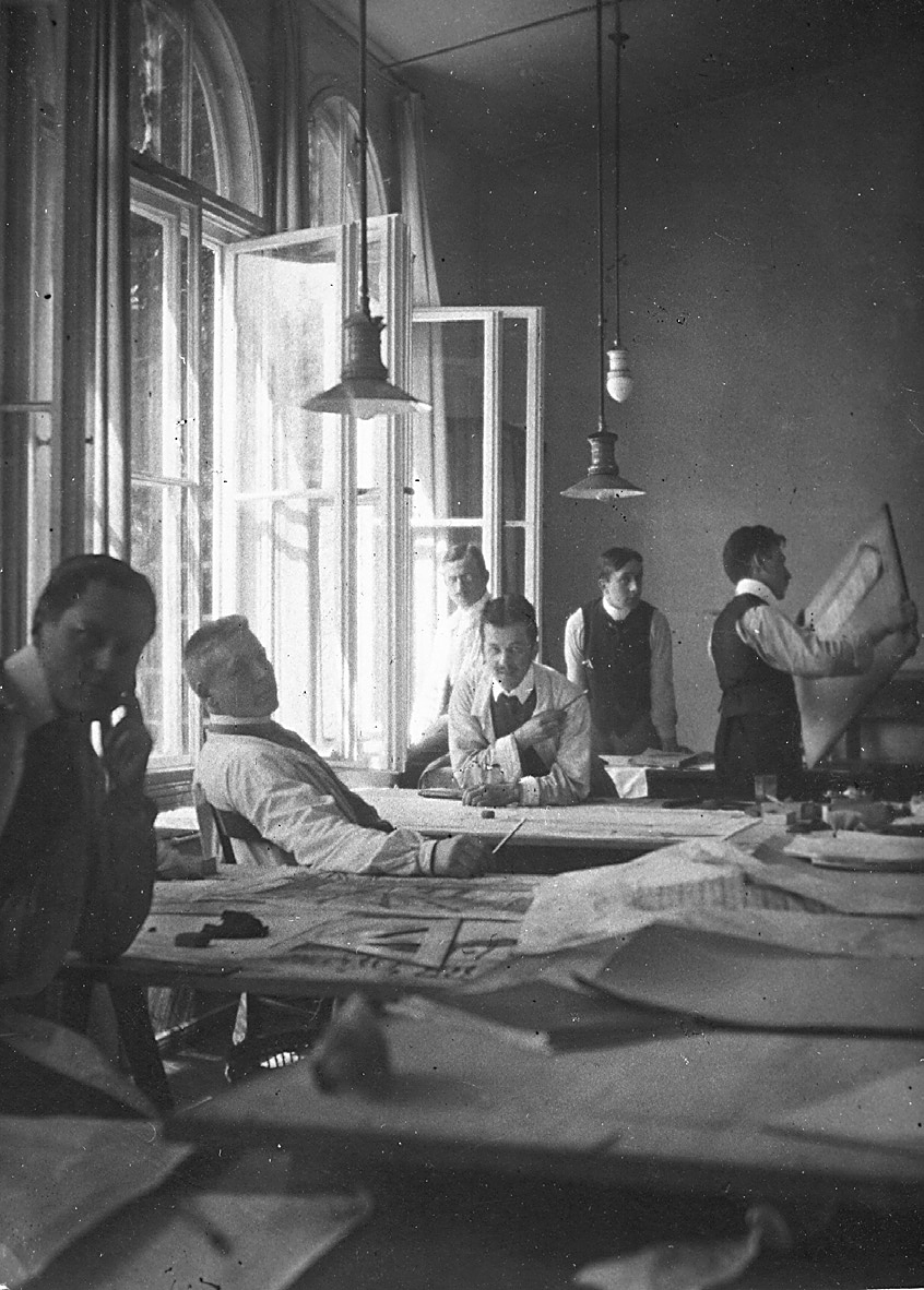 Behrens Assistenten im Atelier 1908.jpg