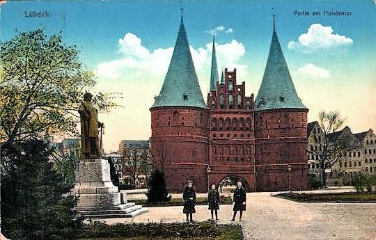 Historische Postkarte mit dem Holstentor
