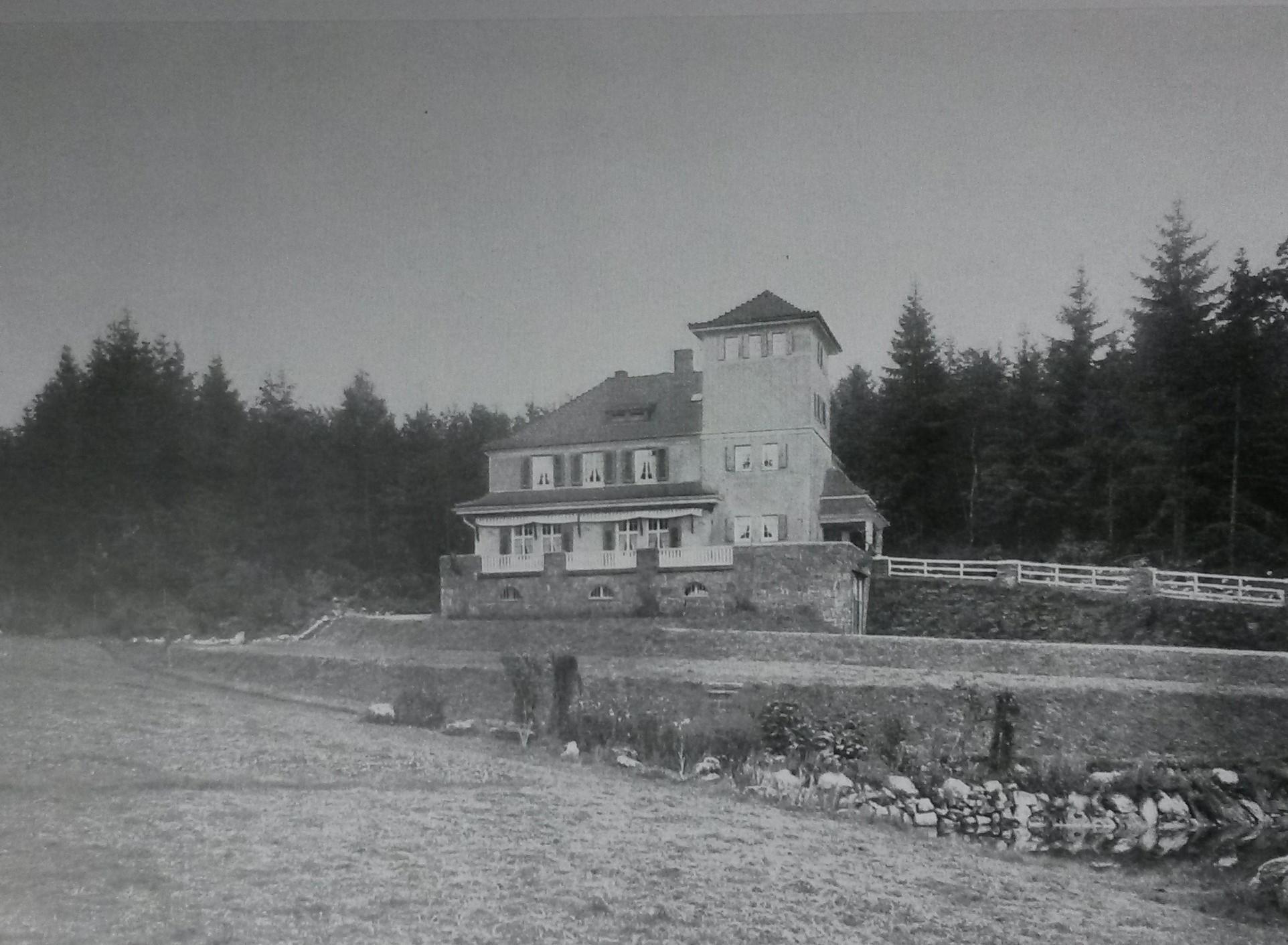 Alfred Engelhard, Opel-Jagdhaus.jpg