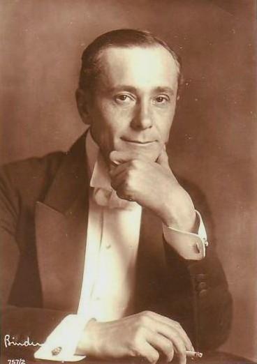 http://upload.wikimedia.org/wikipedia/de/4/41/Alfred_Abel_1925_by_Alexander_Binder.jpg