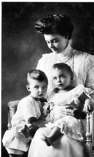 Casa Real de Prusia e Imperial de Alemania Kronprinzessin_Cecilie_von_Preu%C3%9Fen_1908