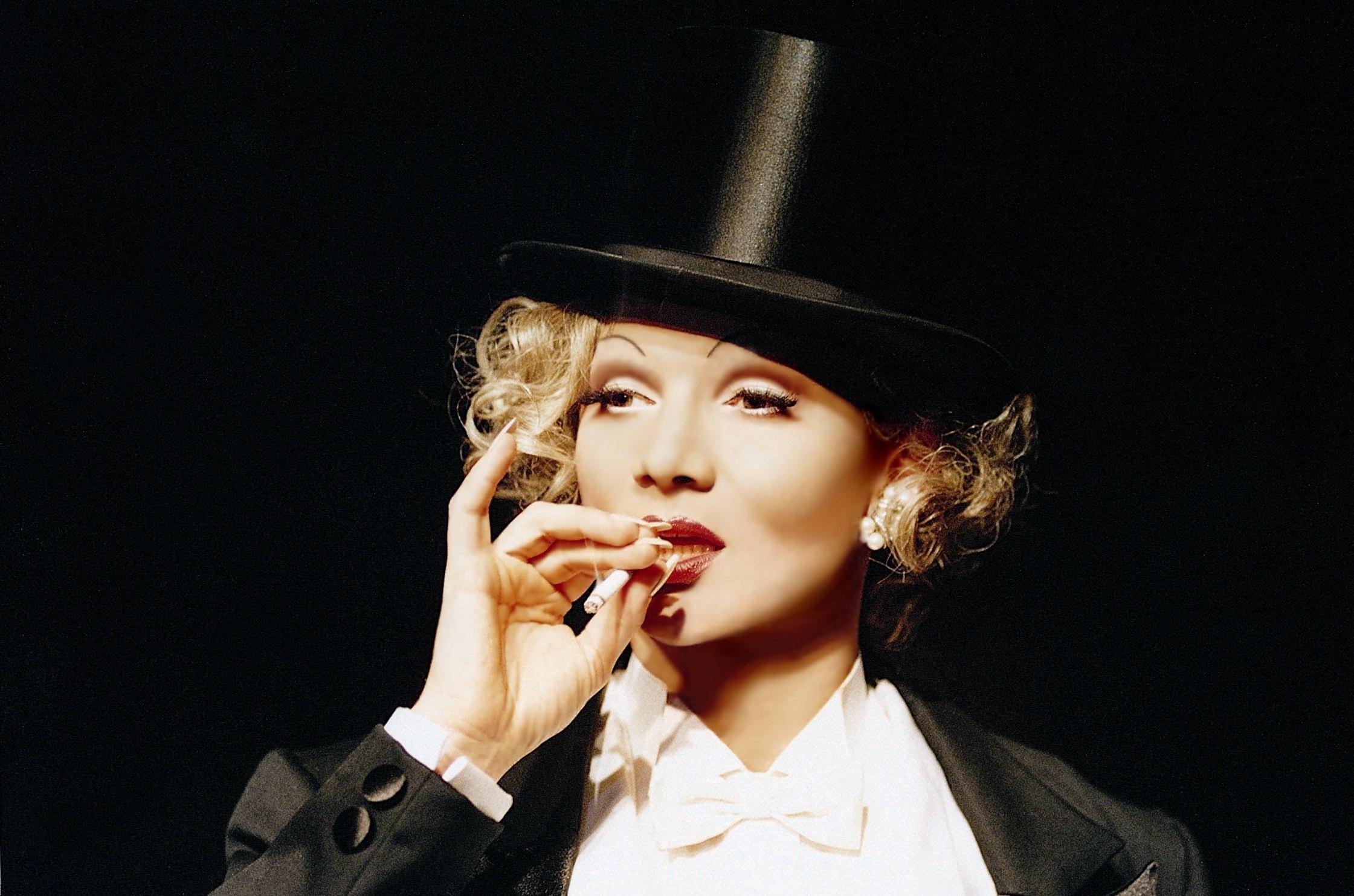 Datei CHRIS Kolonko Marlene Zigarette –