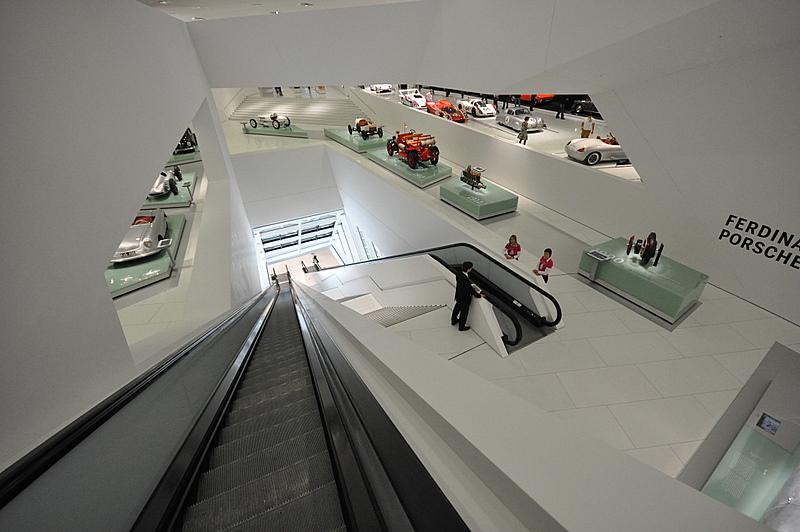Datei New Porsche Museum Stuttgart Inside Jpg Wikipedia