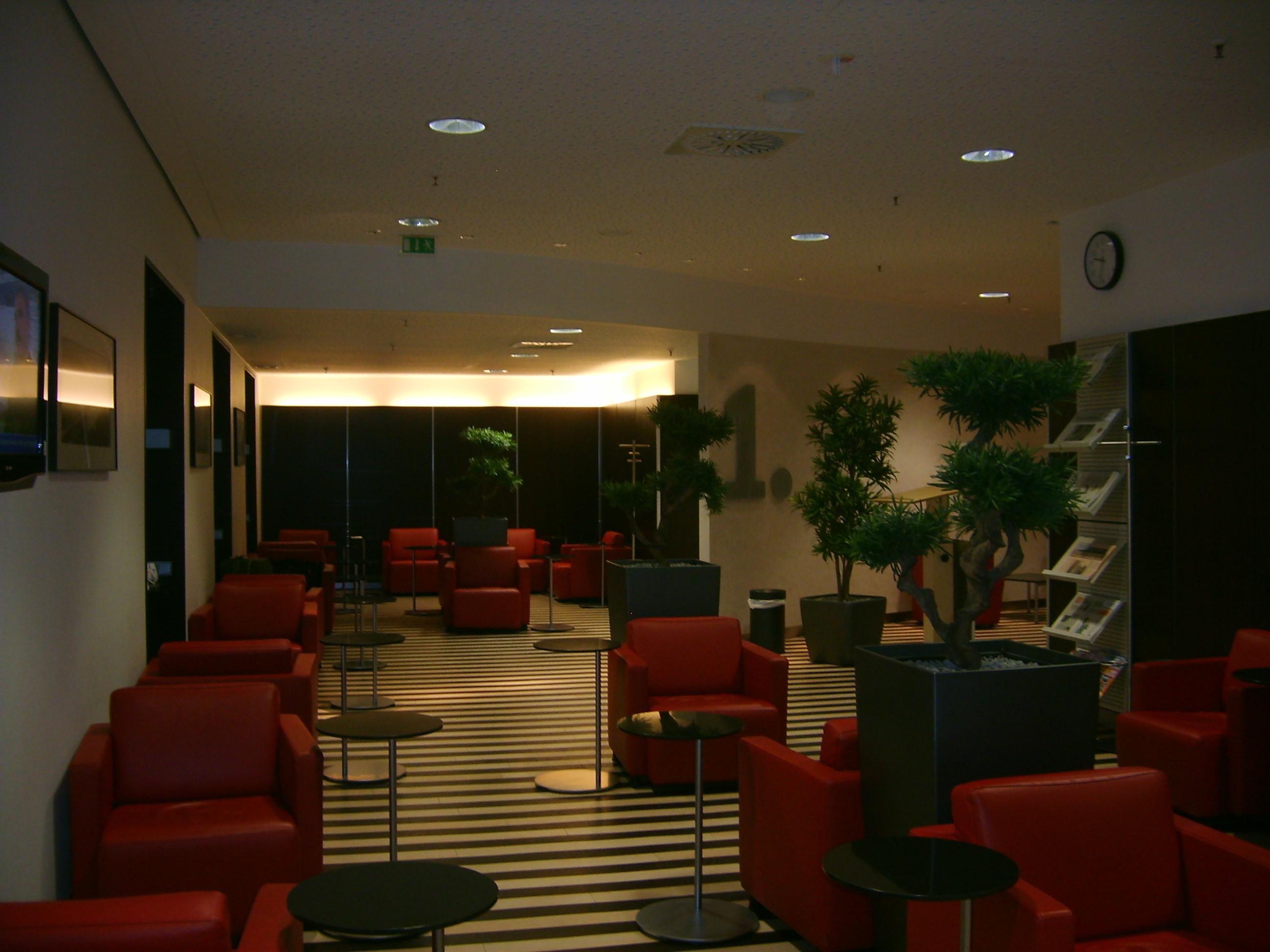 Datei:DB Lounge - 1. Klasse-Bereich München Hbf - 1.JPG ...