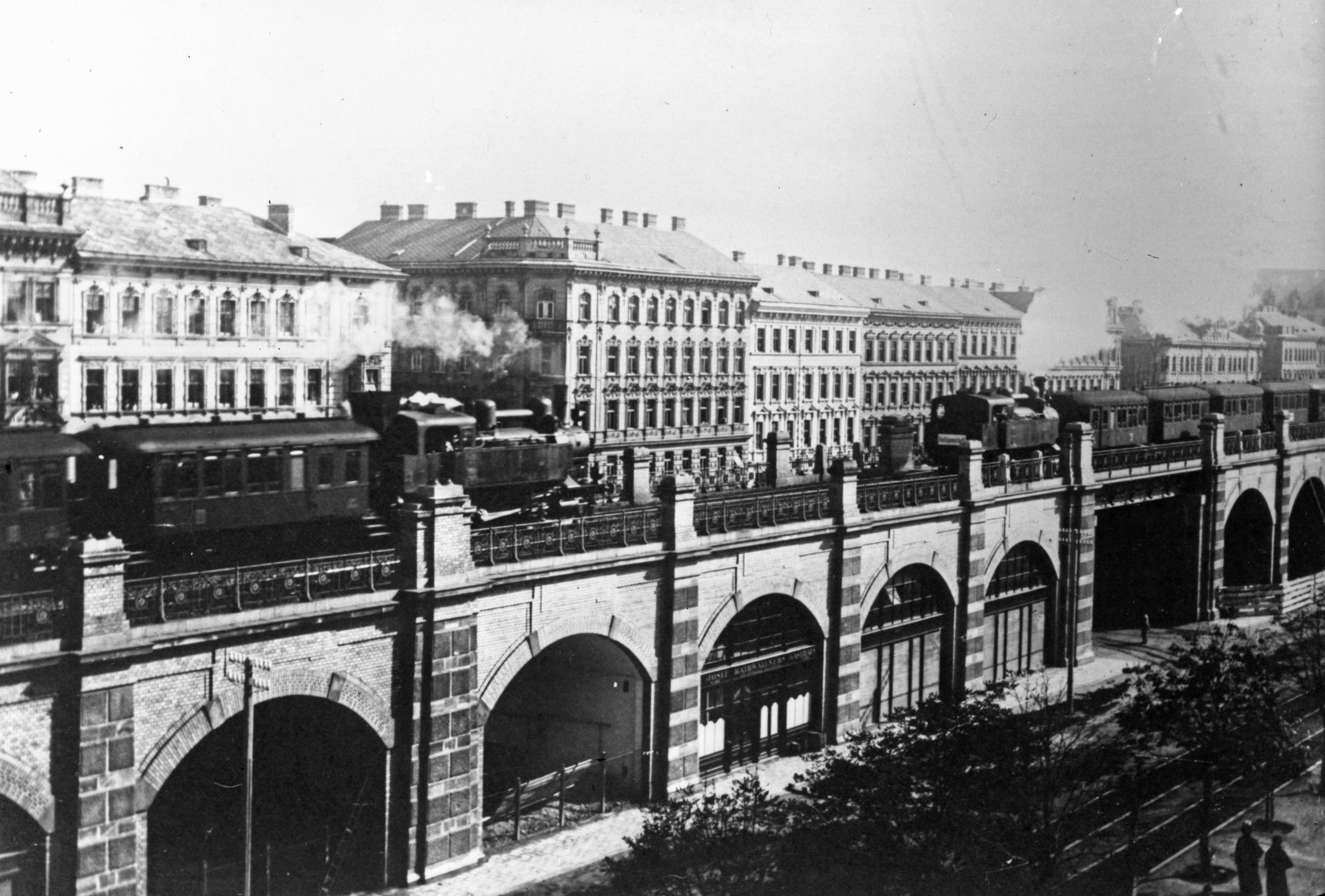Dampfstadtbahnzüge auf der Gürtellinie am 25. Mai 1918.jpg