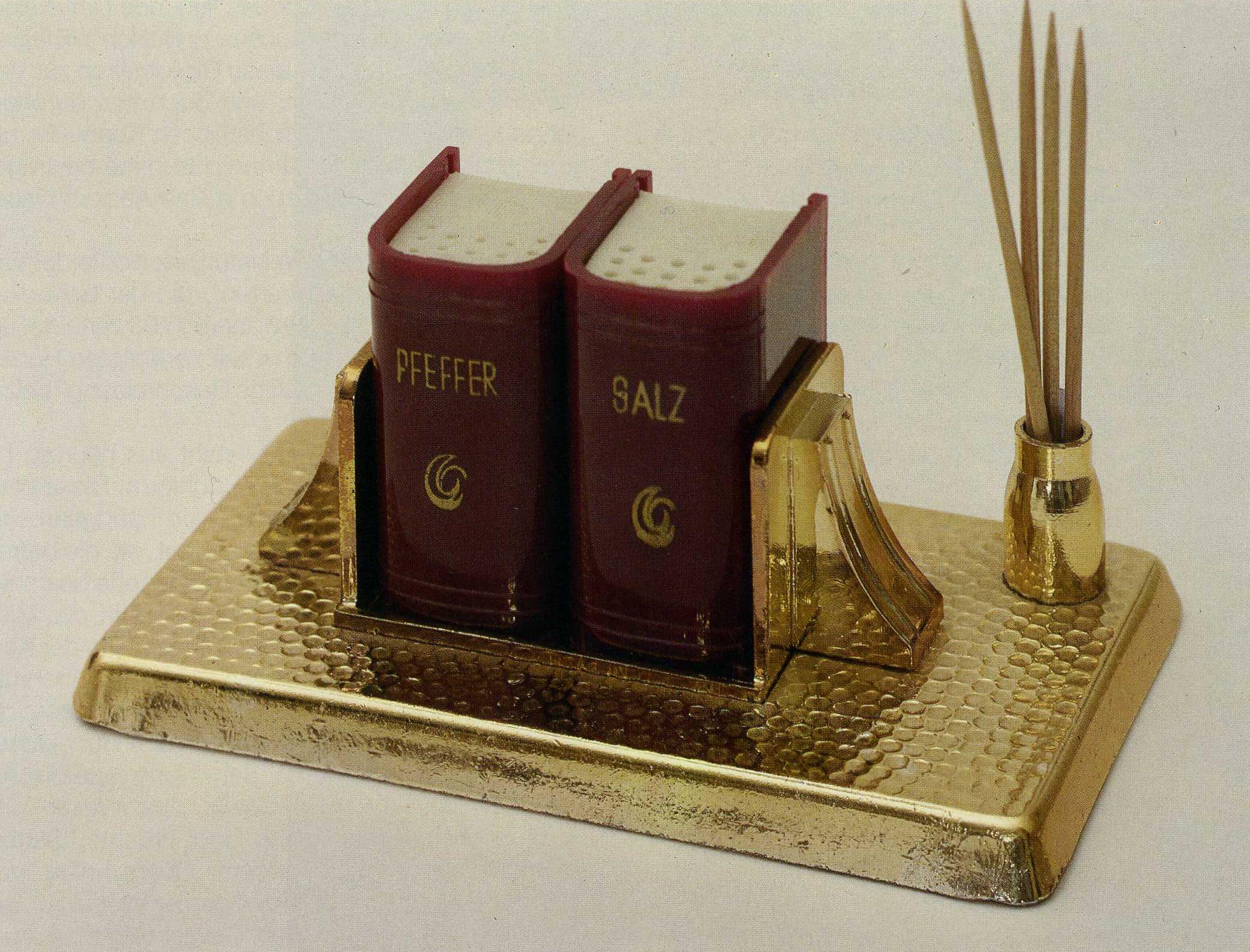 Datei:Buchobjekt Salz Und Pfefferstreuer.jpg