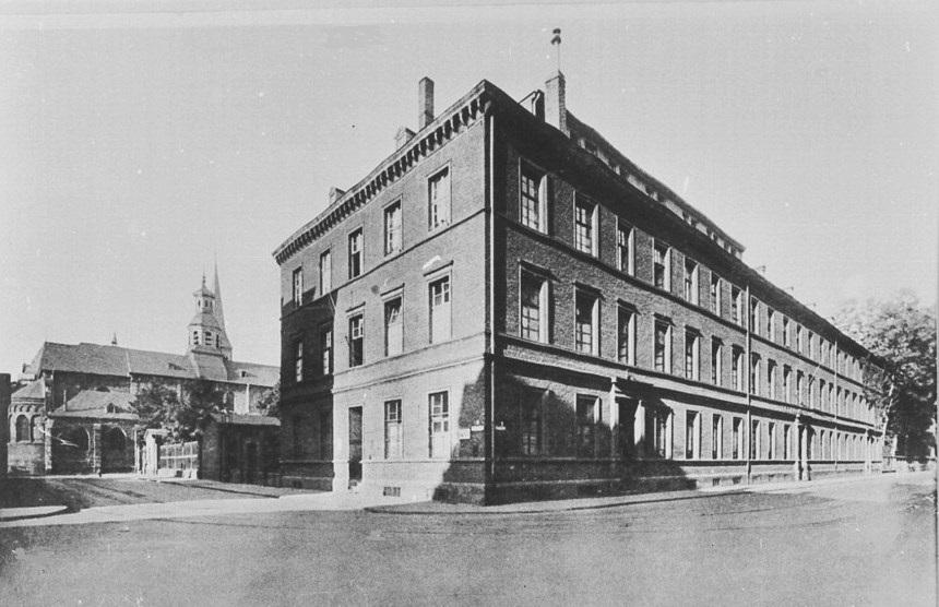 Köln - Neumarkt Cäcilienstraße Bürgerhospital Gesundheitsamt um 1900.jpg