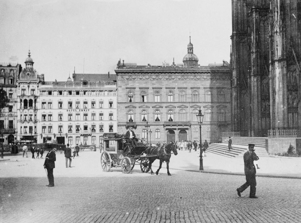 Köln - Trankgasse Hotel Ernst und Deichmannhaus um 1890 RBA.jpg