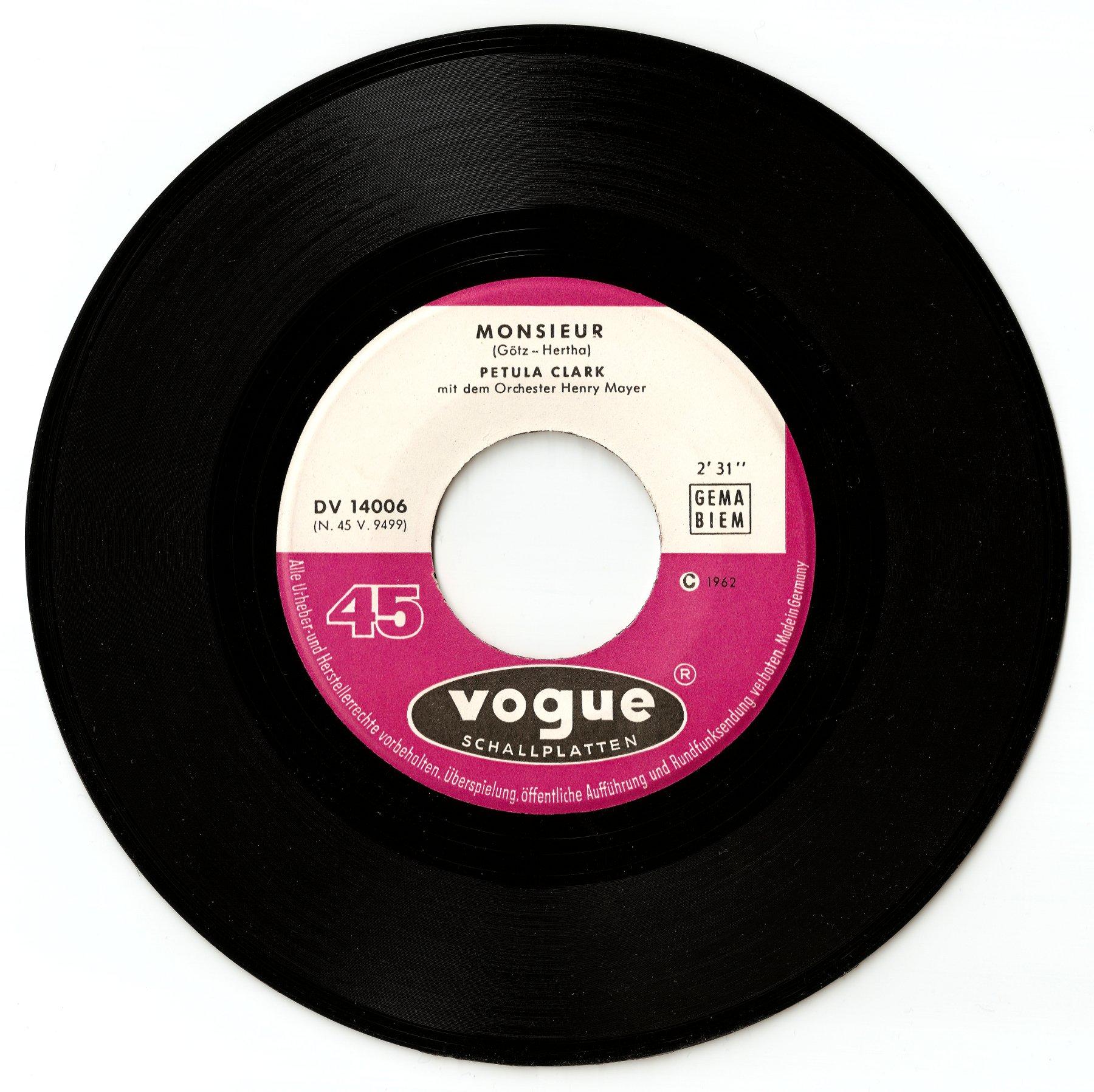 Vogue DV 14 006 Petula Clark.jpg