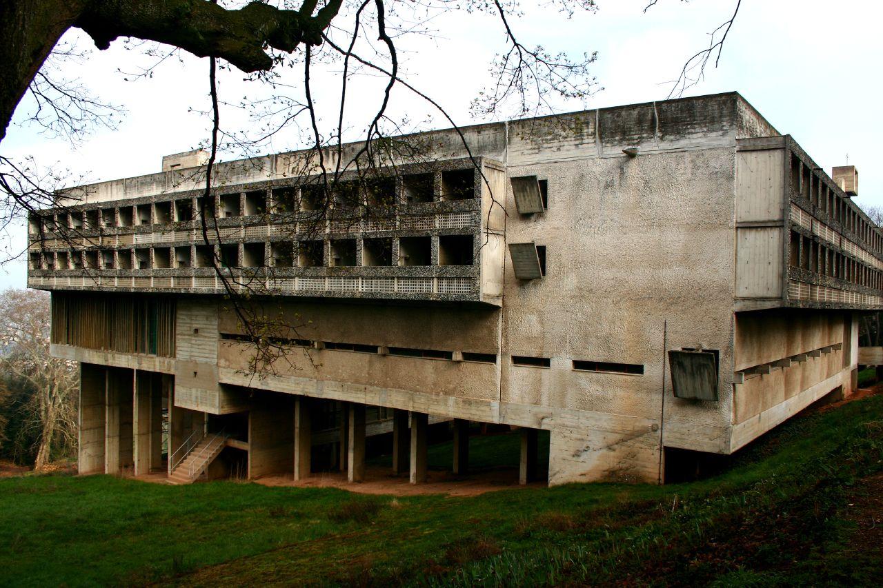 Das Kloster Sainte-Marie de la Tourette, gebaut von Le Corbusier