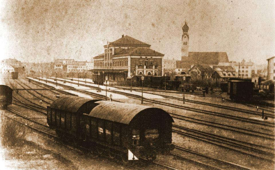 [Bild: Alter_Bahnhof_Rosenheim_1865.jpg]