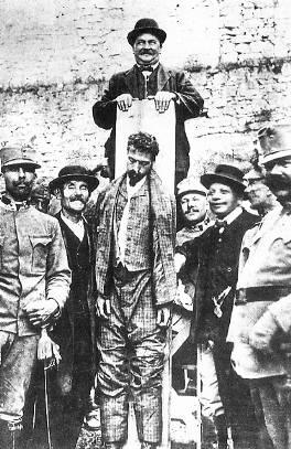 Josef Lang nach der Hinrichtung von Cesare Battisti