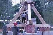 Aufbau des Bocks bei der Bockwindmühle Berlin-Spandau