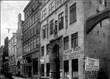 Geibels Geburtshaus in der Fischstraße Nr. 25 zu Lübeck, im Bilde zweites Haus von rechts, 25 Jahre nach Geibels Tod. (Quelle: Wikimedia)
