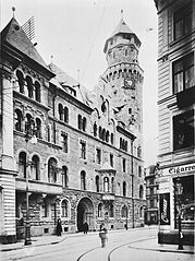 Schildergasse Polizeipräsidium  [Public domain], via Wikimedia Commons