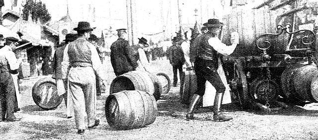 http://upload.wikimedia.org/wikipedia/de/thumb/5/5b/Oktoberfest_1908.jpg/640px-Oktoberfest_1908.jpg
