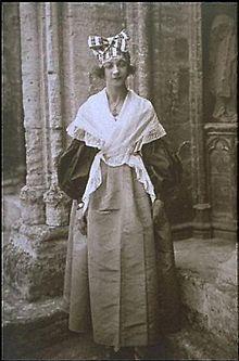 http://upload.wikimedia.org/wikipedia/de/thumb/8/8f/Jeanne_Calment.1896.jpg/220px-Jeanne_Calment.1896.jpg