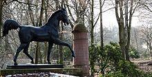 Deckhengst Eclipse, Bethmanns Lieblingspferd, Bronzestatue 1812 von Christian Friedrich Tieck, im Frankfurter Waldspielpark Louisa (Quelle: Wikimedia)