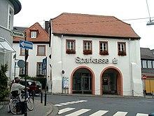 Das alte barocke rathaus finthens im jahr 2003