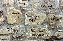 Eintrag (falsch datiert) im Steinernen Album auf der Burgruine Weibertreu in Weinsberg, das Rahel 1829 besuchte (Quelle: Wikimedia)