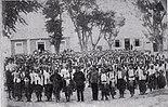 Moradores aus Baucau auf einer Parade nach ihrer Teilnahme im Kampf gegen Manufahi (Dezember 1912)