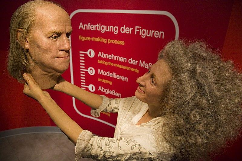 Datei:Madame Tussauds Figur Berlin.jpg