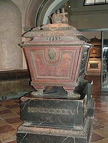 Sarkophag von Kaiser FranzII./I. in der Kapuzinergruft. Sein Herz wurde, wie bei den Habsburgern damals noch üblich, getrennt bestattet und befindet sich in der Loretokapelle der Wiener Augustinerkirche. (Quelle: Wikimedia)