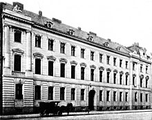 Wohnung Rahel Varnhagens in der Mauerstraße 36 (im 1. Stock, 2. Zimmer von links), 1914 durch einen Neubau der Deutschen Bank ersetzt (Quelle: Wikimedia)