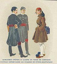 """""""Κρητικοί χωροφύλακες και εύζωνος εν στολή εκστρατείας"""", επιστολικό δελτάριο του c.1910"""