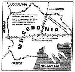 Ένας χάρτης τυπωμένος από Σλαβομακεδόνες εθνικιστές το 1993. Απεικονίζει τον ευρύτερο μακεδονικό χώρο διαιρεμένο μεταξύ της ΠΓΔΜ, της Ελλάδας και της Βουλγαρίας με συρματόπλεγμα.