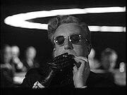 Ο Πίτερ Σέλερς στο ρόλο του Dr. Strangelove, στην ταινία S.O.S. Πεντάγωνο Καλεί Μόσχα
