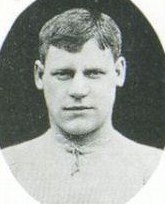 Short-haired young white man wearing a light-coloured sports jersey