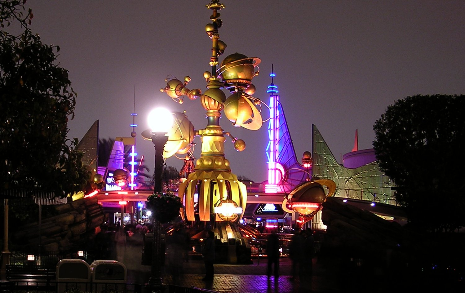 Tomorrowland wikipedia dl tomorrowland entrance at nightg disneylands tomorrowland at night freerunsca Choice Image