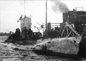 SM U-43 in port, c. 1915–16, while still in the German Imperial Navy (as UB-43)